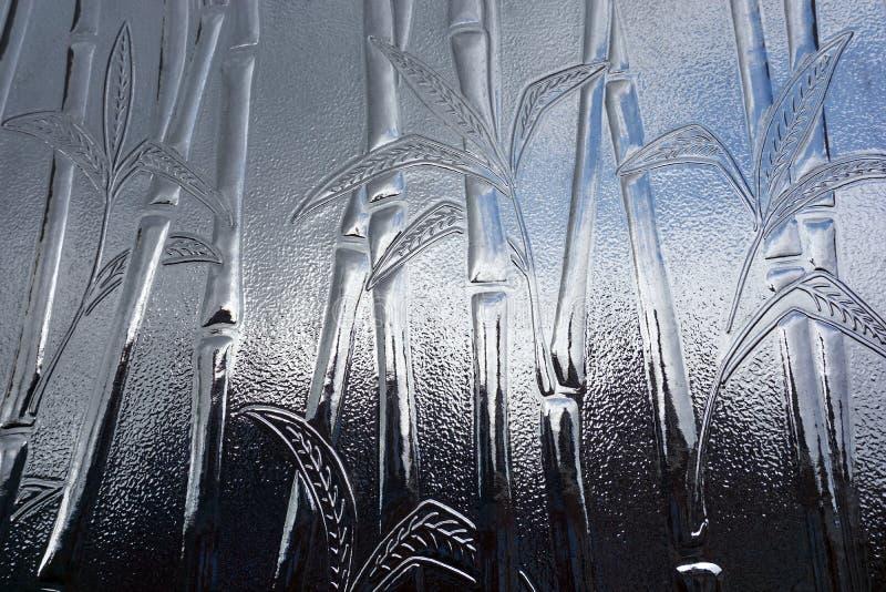 Fondo di vetro con il motivo di bambù della pianta fotografia stock