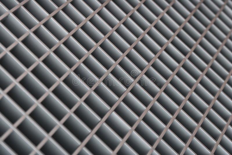 Fondo diagonal borroso extracto del enrejado del metal imagen de archivo