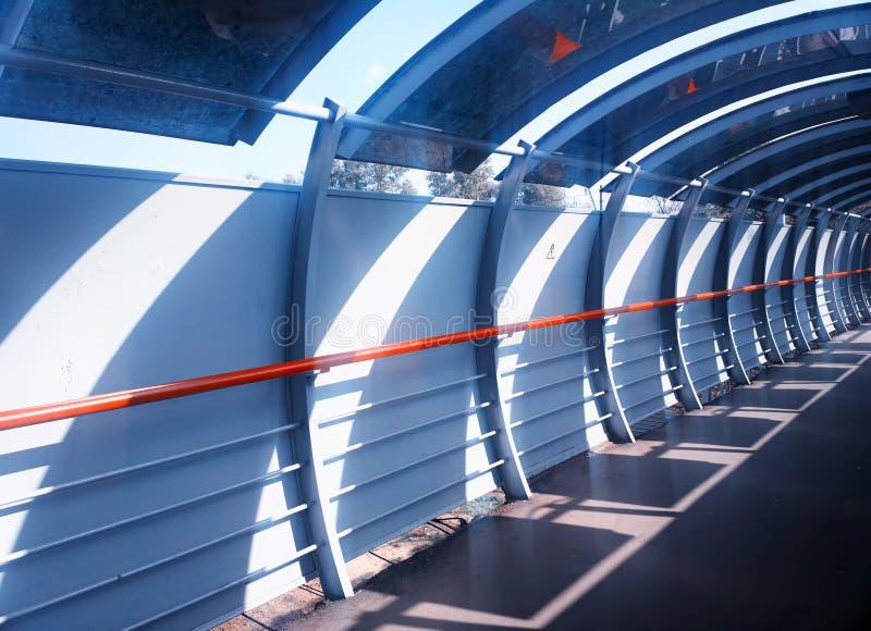 Fondo diagonal de la arquitectura del túnel del puente fotografía de archivo libre de regalías