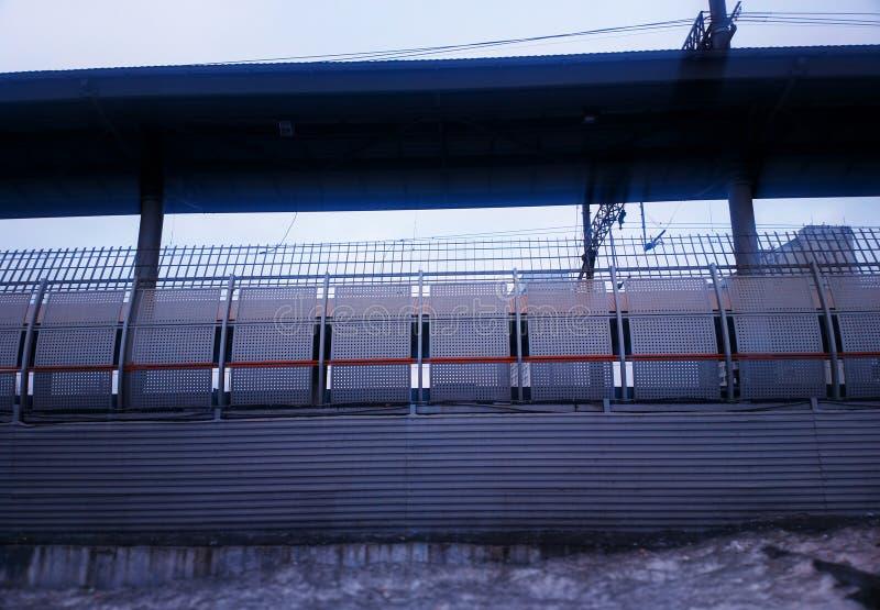 Fondo diagonal de la cerca de la frontera del ferrocarril fotografía de archivo