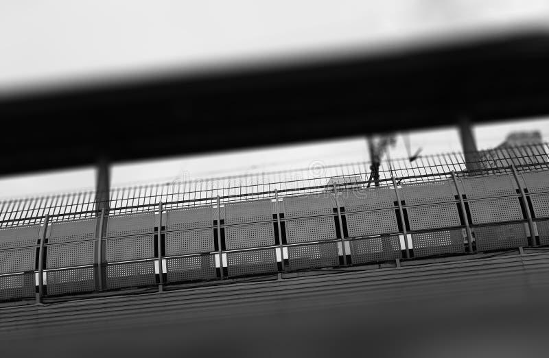 Fondo diagonal de la cerca de la frontera del ferrocarril fotografía de archivo libre de regalías