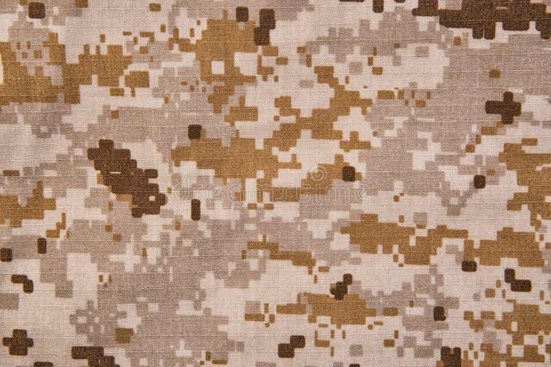 Fondo digital de la textura de la tela del camuflaje del desierto imagenes de archivo