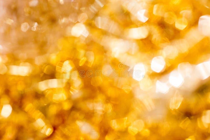 Fondo dorato di Bokeh di Natale Fondo Defocused d'ardore di scintillio astratto di festa dell'oro fotografie stock libere da diritti