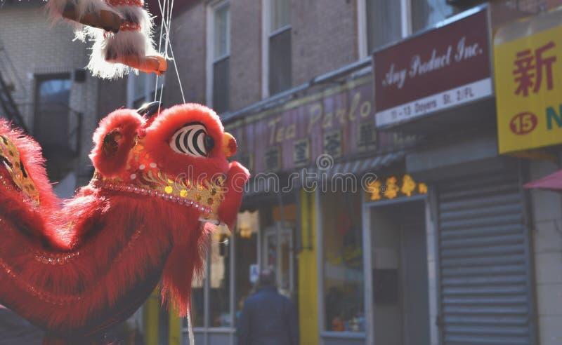 Fondo Dragon Decoration de las calles de Chinatown New York City fotos de archivo