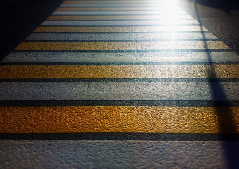 Fondo dramático del escape de la luz del paso de peatones fotos de archivo libres de regalías