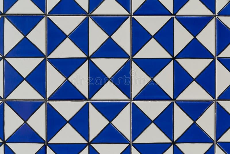Fondo e carta da parati blu geometrici di struttura del modello delle mattonelle fotografia stock libera da diritti