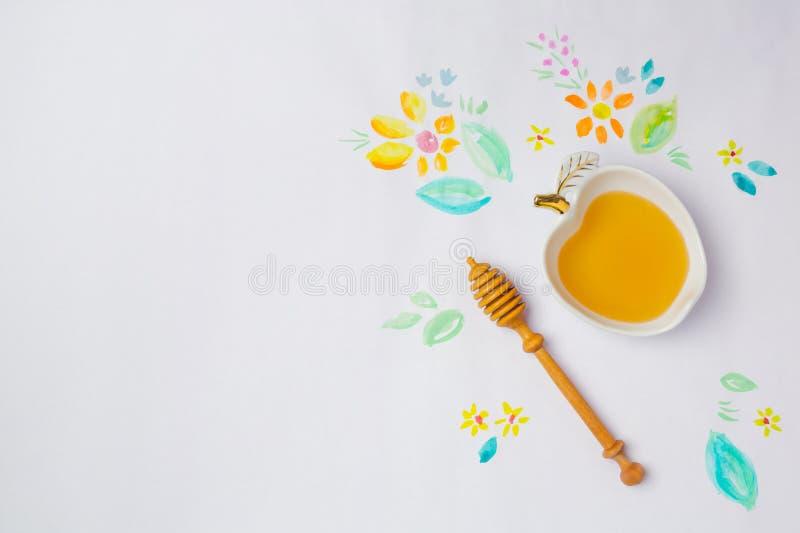 Fondo ebreo di Rosh Hashana di festa con i disegni dell'acquerello e del miele Vista da sopra immagine stock libera da diritti