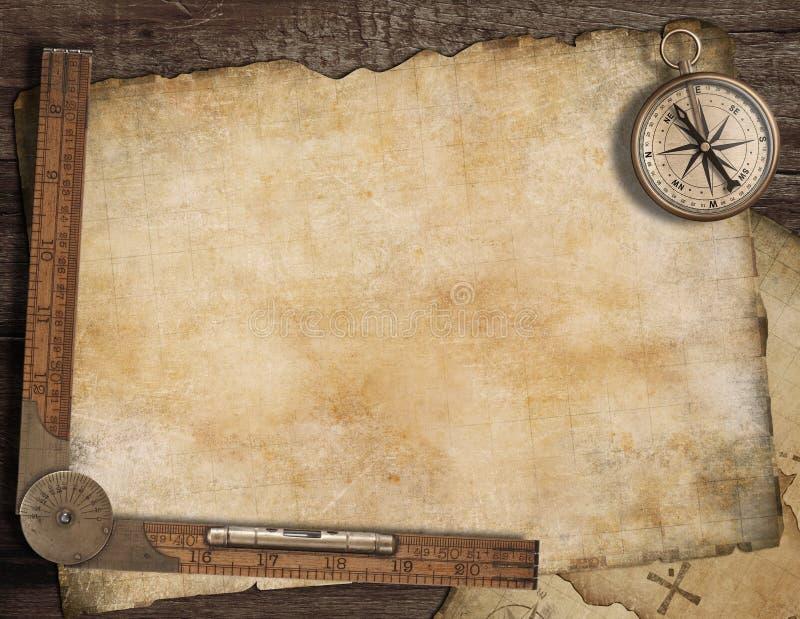 Fondo en blanco del mapa del tesoro con, viejo compás fotografía de archivo libre de regalías