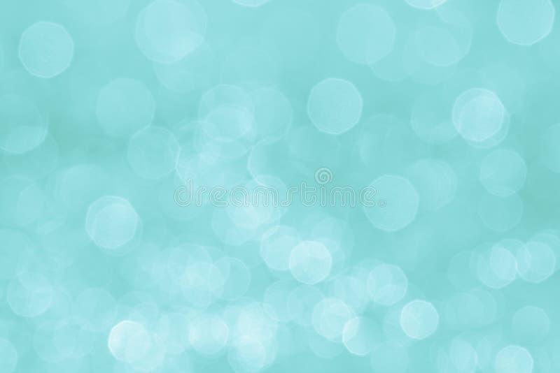 Fondo en colores pastel suave de la aguamarina de Bokeh con las luces blancas borrosas imagen de archivo