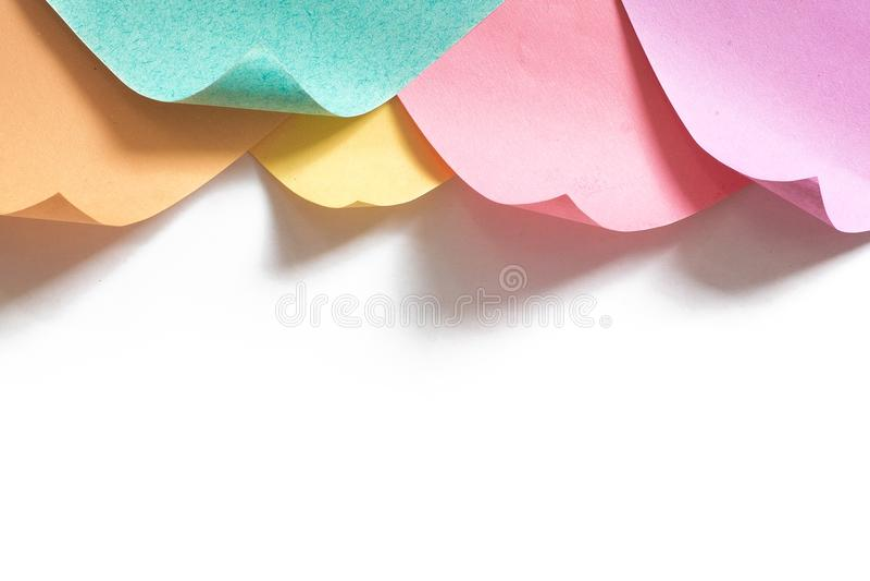 Fondo enmarcado superior de muchas notas curvadas del recordatorio fotos de archivo libres de regalías
