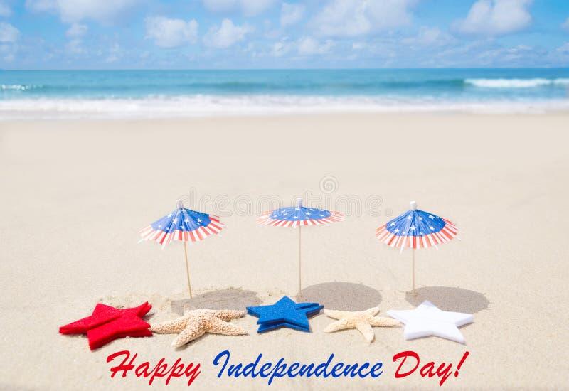 Fondo felice di U.S.A. di festa dell'indipendenza con le stelle e le stelle marine fotografia stock