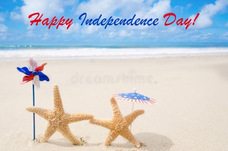Fondo felice di U.S.A. di festa dell'indipendenza con le stelle marine fotografia stock libera da diritti