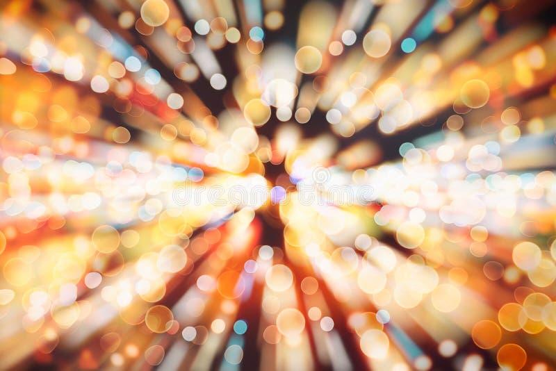 Fondo festivo con bokeh naturale e luci dorate luminose Fondo magico d'annata con colore fotografia stock libera da diritti