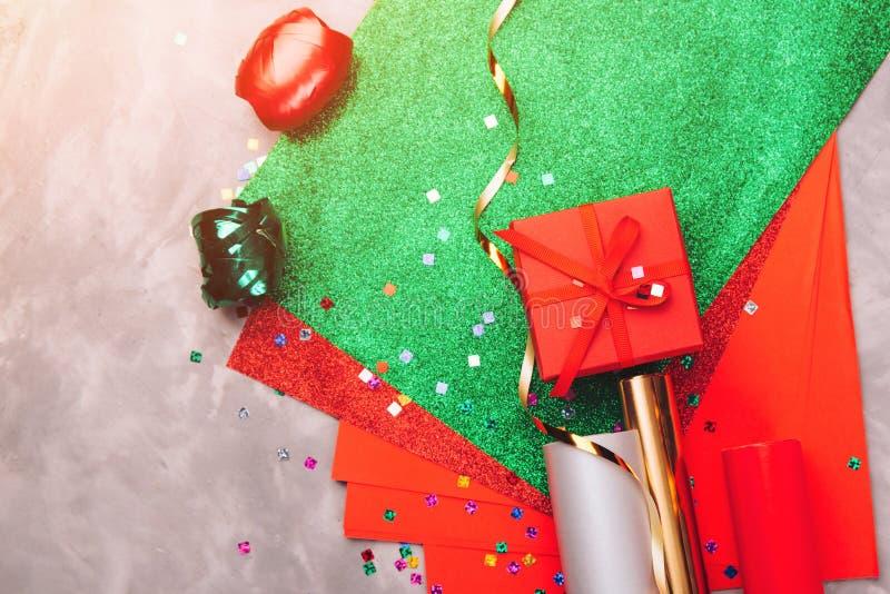 Fondo festivo per le feste Compleanno, giorno di biglietti di S. Valentino, Natale, feste del nuovo anno Disposizione piana Carto fotografia stock