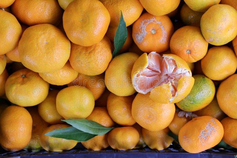 Fondo fresco de los mandarines imagenes de archivo