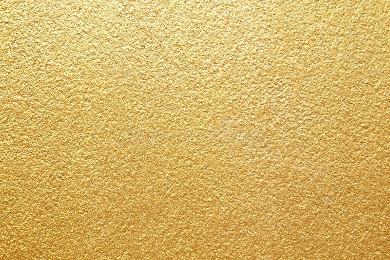 Fondo giallo brillante di struttura della stagnola di oro della foglia immagini stock libere da diritti