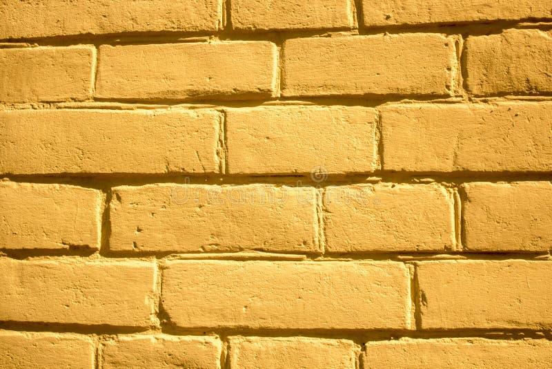 Fondo giallo del muro di mattoni per i progettisti fotografie stock