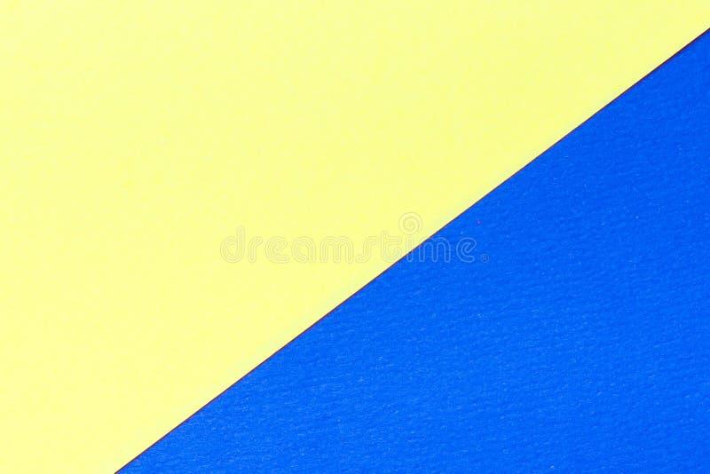 Fondo giallo e porpora di struttura del cartone di colore Colori di tendenza, fondo di carta geometrico Variopinto di fondo di ca fotografia stock libera da diritti