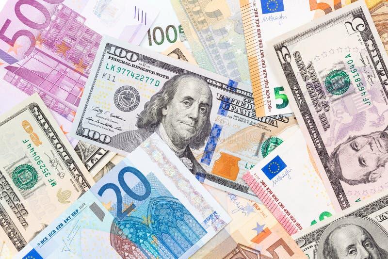 Fondo hecho de euros y de dólares imagenes de archivo