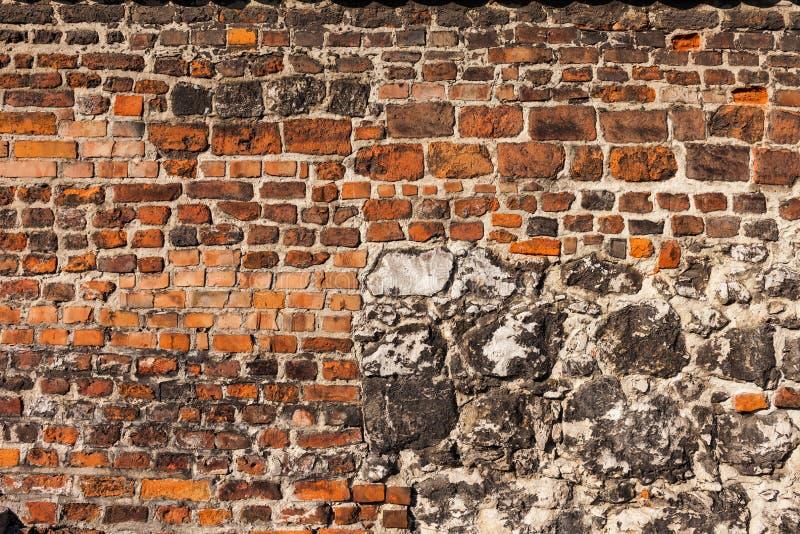Fondo histórico de la pared del ladrillo y de la piedra imágenes de archivo libres de regalías