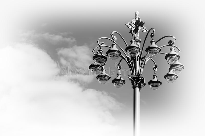 Fondo horizontal del poste de la lámpara de la ciudad de Moscú foto de archivo