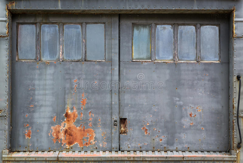 Fondo industrial de la puerta fotografía de archivo libre de regalías