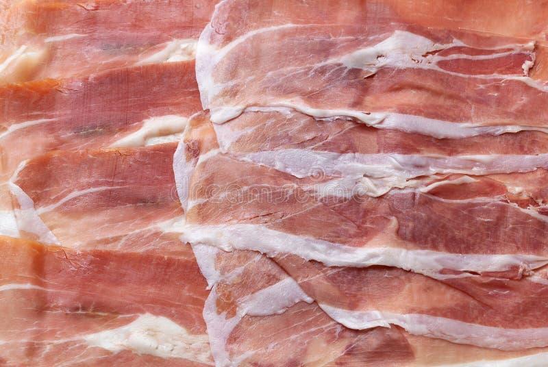 Fondo italiano affettato di prosciutto di Parma Primo piano di struttura della carne Vista superiore fotografia stock libera da diritti