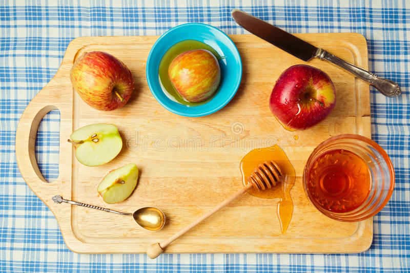 Fondo judío del día de fiesta del hashana de Rosh (Año Nuevo) con las manzanas y la miel Visión desde arriba imagen de archivo libre de regalías