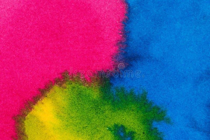 Fondo luminoso astratto dell'acquerello Transizioni regolari dal blu da inverdirsi su carta strutturata fotografia stock