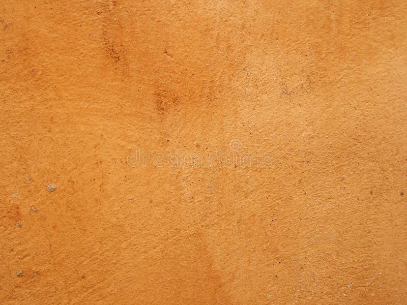 Fondo macchiato strutturato bruciato approssimativo della parete colorato ocra arancio fotografia stock libera da diritti