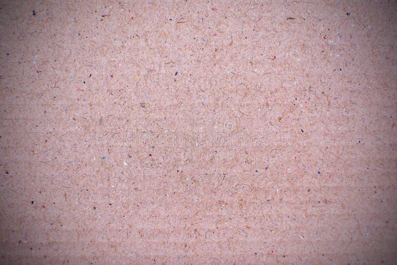 Fondo marrón oscuro de la textura de la cartulina acanalada imagen de archivo