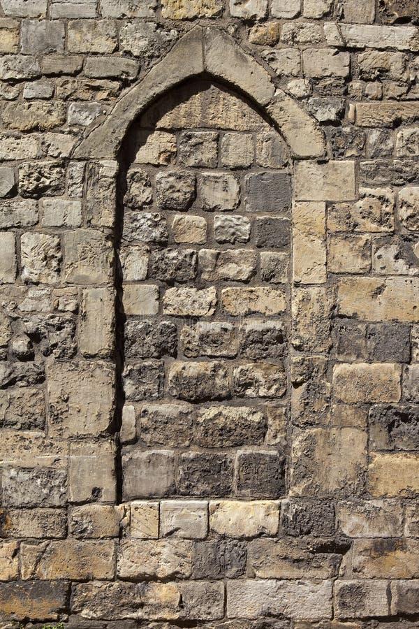 Fondo medievale della muratura con l'arco immagine stock libera da diritti