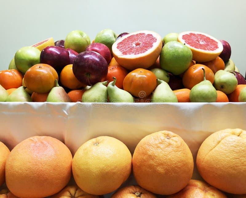 Fondo mezclado fresco con las frutas altas en antioxidantes, vitamina C del superfood de la fruta imagen de archivo