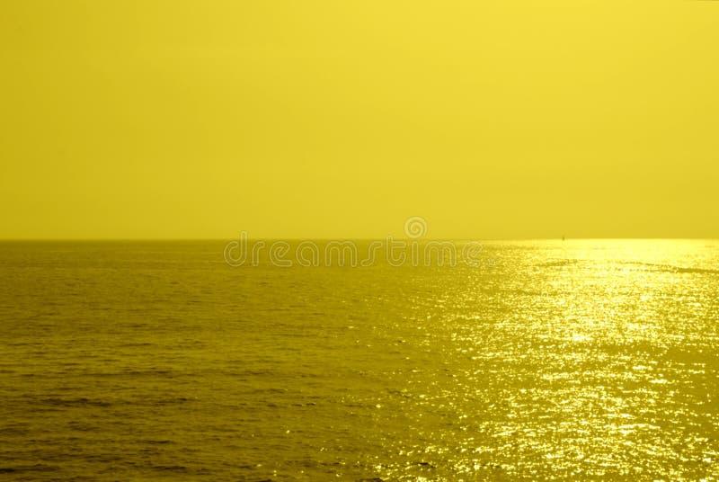 Fondo minimalista di estate, Unione Sovietica brillante monocromatica gialla fotografie stock libere da diritti