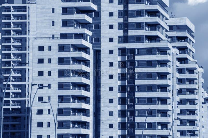 Fondo moderno de la arquitectura - alto bui genérico del apartamento de la subida fotografía de archivo libre de regalías