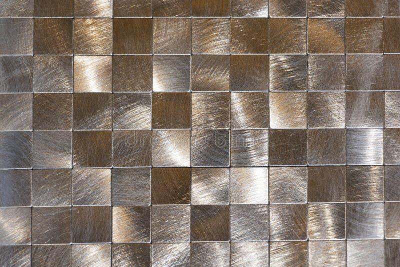Fondo moderno dei pezzi del metallo e di un profilo nero Macro fucilazione fotografia stock libera da diritti