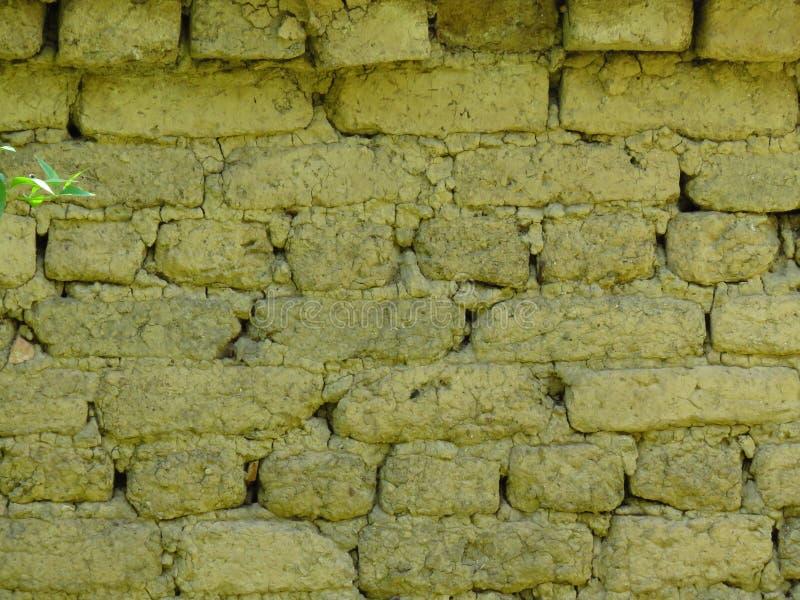 Fondo molto vecchio della parete della muratura dell'argilla Muratura incrinata immagine stock libera da diritti