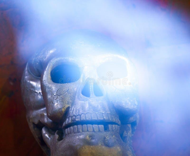 Fondo natural de la piedra del humo del cráneo viejo fotografía de archivo