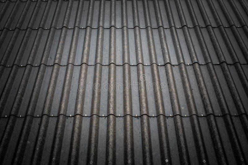 Fondo nero del tetto di mattonelle fotografia stock libera da diritti