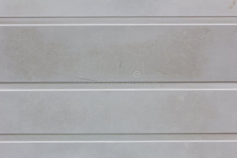 Fondo o struttura grigio sporco della parete con le strisce orizzontali fotografie stock libere da diritti