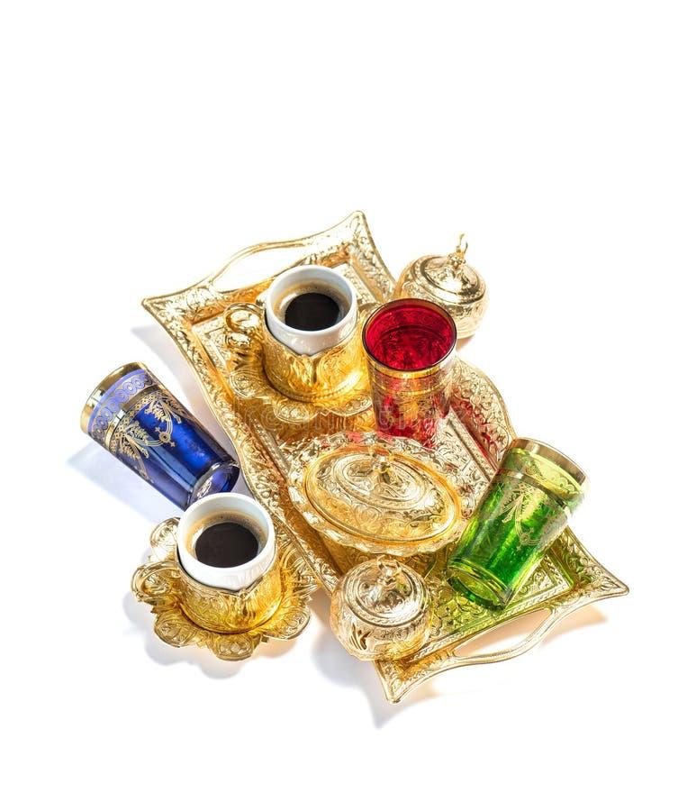 Fondo oriental del blanco de los vidrios del té de las tazas de café de la hospitalidad imagen de archivo libre de regalías