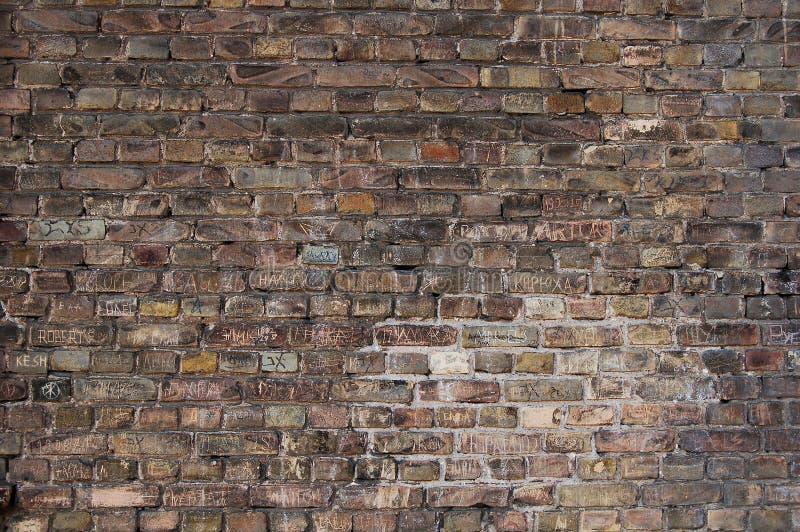 Fondo oscuro de la pared de ladrillo imagen de archivo libre de regalías