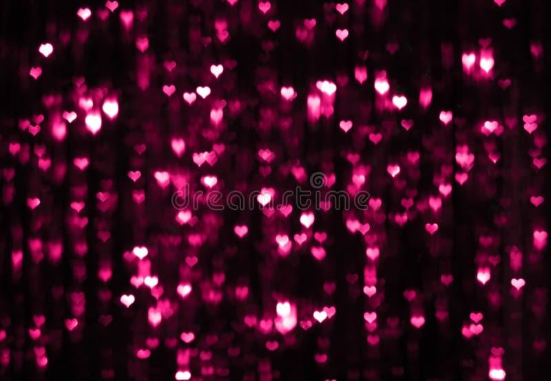 Fondo oscuro de la tarjeta del día de San Valentín con los corazones púrpuras fotografía de archivo libre de regalías
