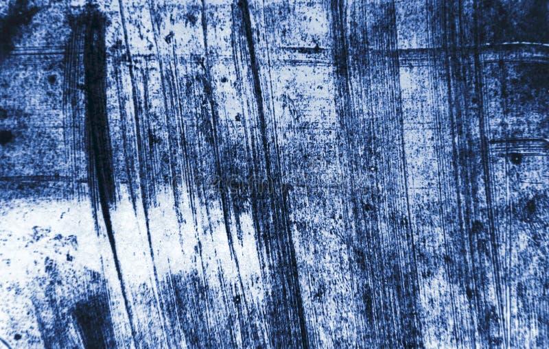 Fondo oscuro de los movimientos de la brocha de los azules marinos decorativos del Grunge del extracto foto de archivo