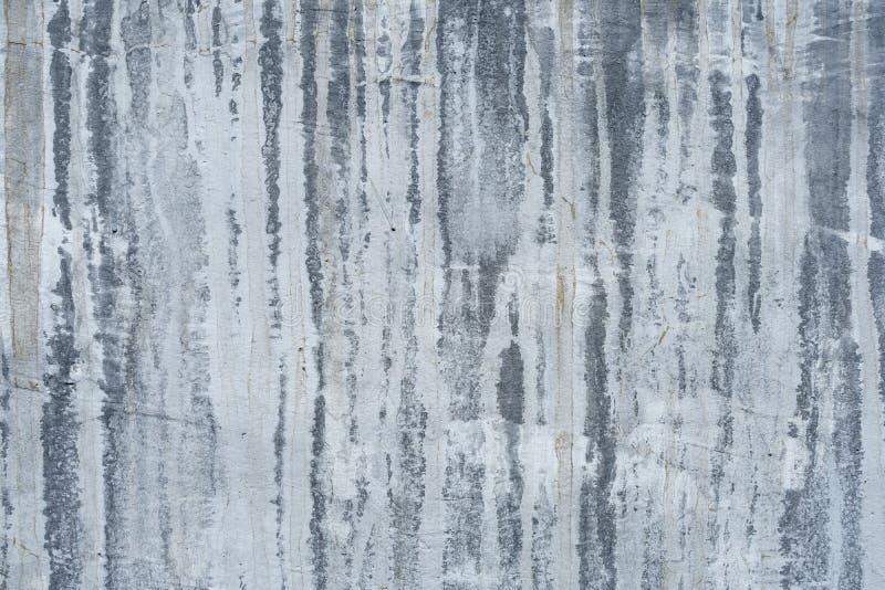 Fondo oscuro pintado blanco sucio de la textura del muro de cemento fotografía de archivo libre de regalías