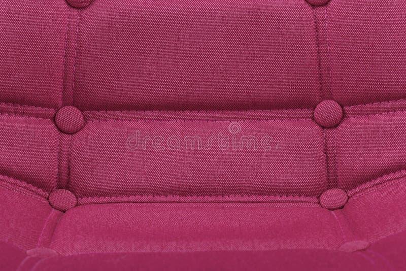Fondo púrpura rosado del detalle del primer del asiento de la silla de la materia textil - concepto interior del hogar moderno de imagen de archivo