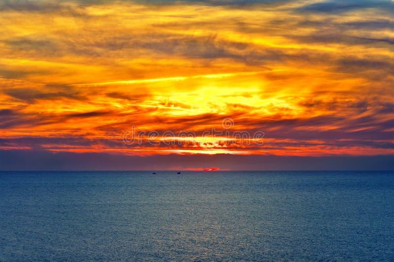Fondo paesaggio del cielo e del mare di tramonto di bello fotografia stock libera da diritti