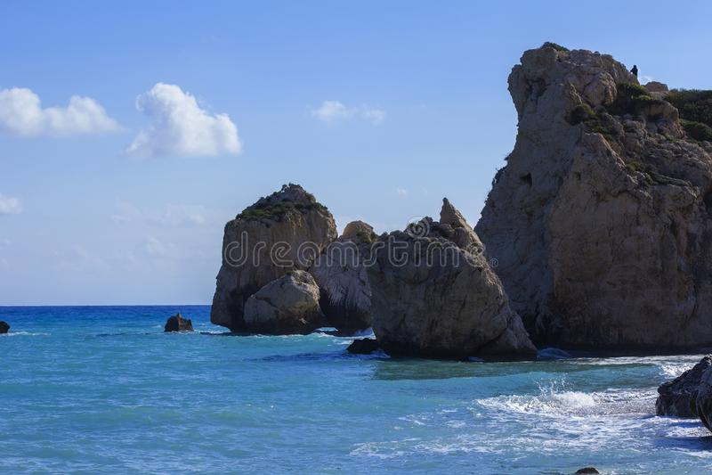 Fondo, paesaggio, vista della roccia dell'Afrodite ed il mar Mediterraneo, Cipro immagine stock libera da diritti