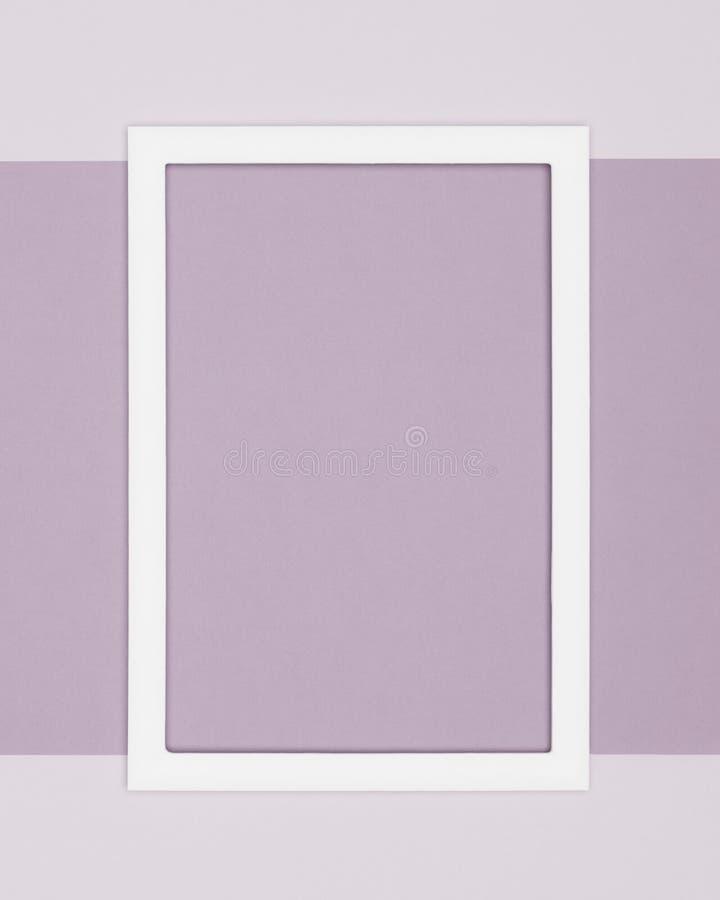 fondo pallido di minimalismo di struttura della carta colorata del purle Modello minimo con derisione vuota della cornice su immagini stock libere da diritti