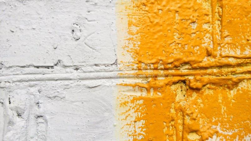 Fondo Pared de ladrillo vieja del Construcción Blanco y amarillo Fachada coloreada fotografía de archivo